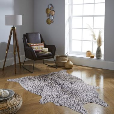 Leopard Print Faux Animal Rugs in Brown / Natural