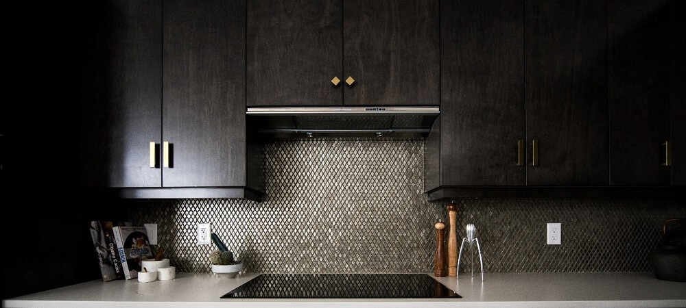 metallic features in a kitchen